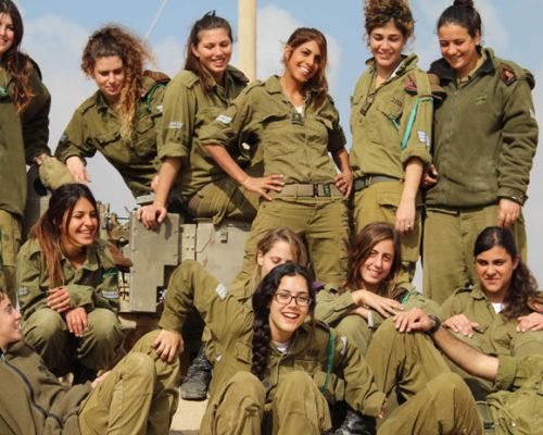 Mujeres en el ejército, de Beli Pantoja Blanco